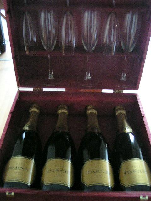 お待たせしました!多数お問い合わせをいただいている、今年成人式の方へ「成人おめでとう!20歳 お祝いワイン!」の在庫状況をお知らせします。ご家族の皆さんや お世話になった方たちと「生まれ年1988年産1989年のヴィンテージワインで乾杯!」喜びをわかちあいましょう。それとも、同い年のお仲間と「思い出」とともに呑みましょうか。成人 おめでとうございます。 乾杯!